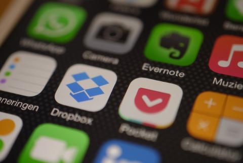 Logo de la app de Dropbox en un iPhone