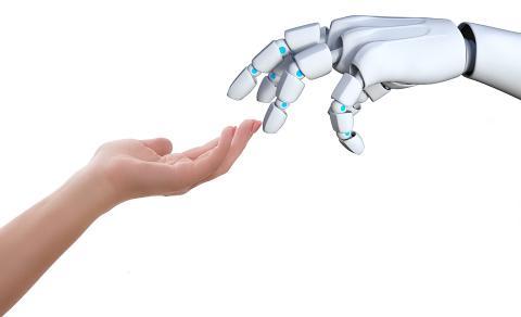Mano humana y mano de un robot