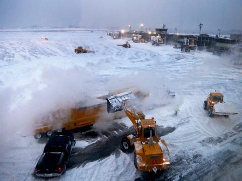 nieve en aeropuerto