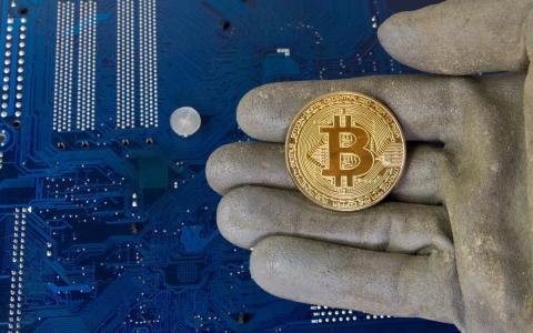 Pierden medio millón en criptomonedas