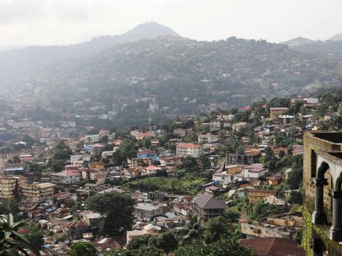 Vista general del centro de la ciudad de Freetown, Sierra Leona.