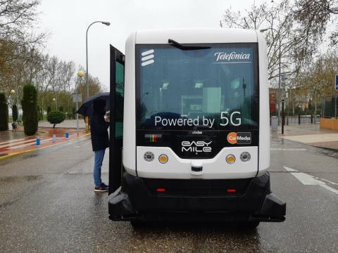 Telefónica llevó a cabo la primera demostración 5G en hacer uso de la banda 3,5 GHz en un vehículo de conducción autónoma en Talavera de la Reina.