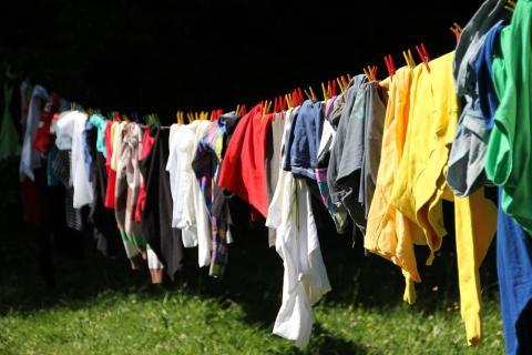 No tender la ropa en el exteriorpara que no se adhiera el polen.