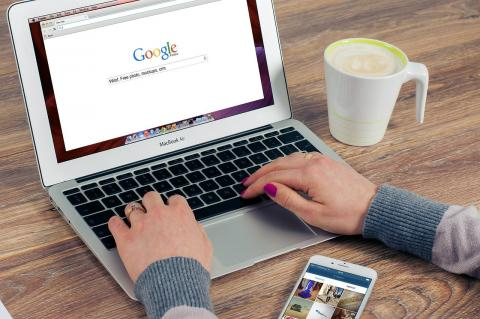Una usuaria de Google