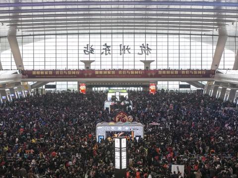 Sala de espera de la estación de tren de Hangzhou en febrero de 2016.