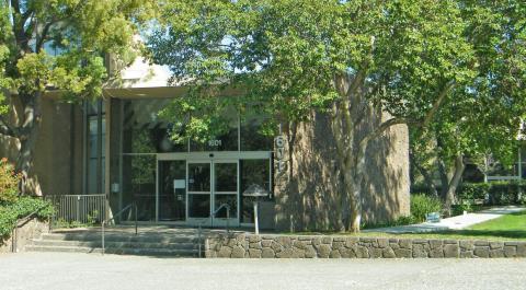 En 2009, Facebook se mudó a una oficina de Palo Alto un poco más grande situada en el Stanford Research Park.
