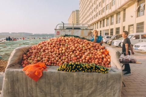 Camión con tomates en China, fruta