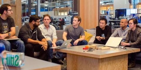 El CEO de Facebook en las oficinas
