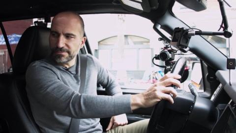 El CEO de Uber Dara Khosrowshahi, en uno de los coches de la compañía.