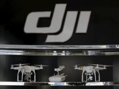 Imagen de archivo de drones en la primera tienda 'flagship' de DJI en Schenzhen, China.