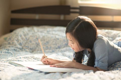 Practicar la comunicación bidireccional a través de la escritura es muy beneficioso para los niños.