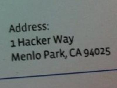 """Facebook nombró la calle principal del campus """"Hacker Way""""."""