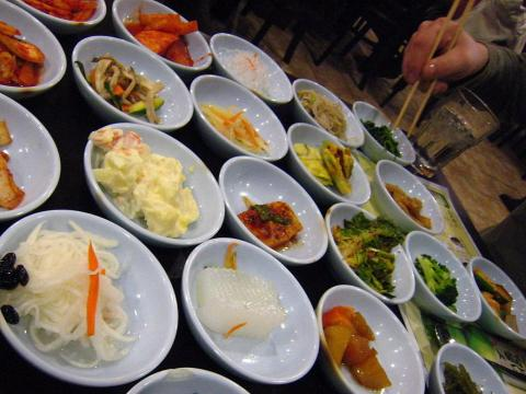 In fact, scientists in Korea put people with Type 2 diabetes on traditional Korean diets for 12 weeks, and found that study participants lost weight and reduced their body fat (particularly around their middle sections).
