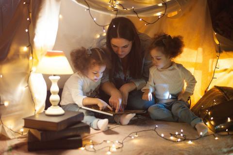 Familia gastando mucha luz