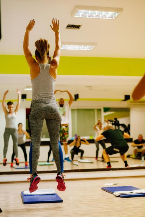 Pero tonificarse no se trata solo de los ejercicios que elijas.  Es igualmente importante cómo eliges hacerlos.