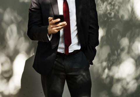 hombre negocios móvil