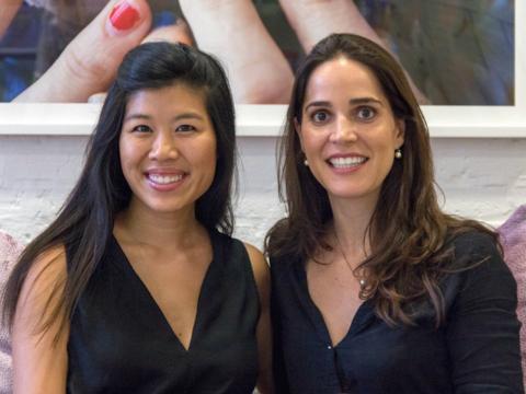 Jacquelyn Ward y Ana Maes son las cofundadoras de Our Story Bridal