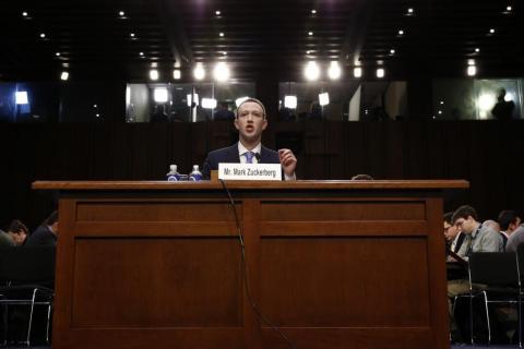 Mark Zuckerberg testificando ante el Congreso de los Estados Unidos.