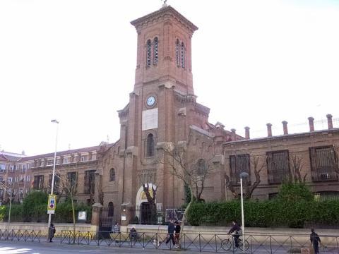 Iglesia parroquial de San Miguel Arcángel, en el barrio de Opañel