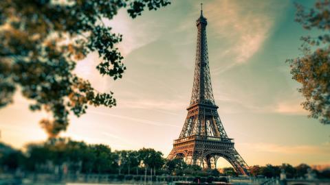 Vista paisaje de París, con la Torre Eiffel de fondo.