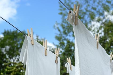 ropa blanca tendida
