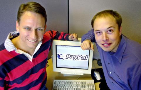 El mismo mes que se mudó a su oficina de Palo Alto, Facebook obtuvo su primera fuente de financiación externa.