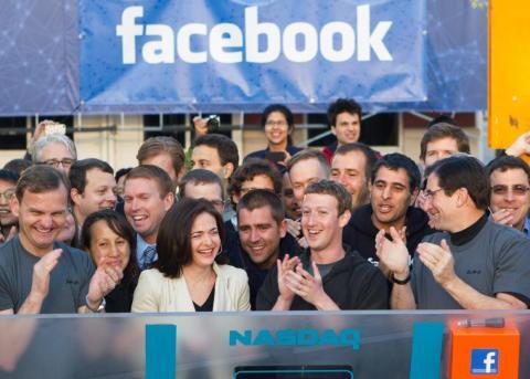 La red social se estaba volviendo imparable. Facebook tuvo su histórica oferta pública inicial de 5.000 millones de dólares (unos 4.300 en euros) el 18 de mayo de 2012.