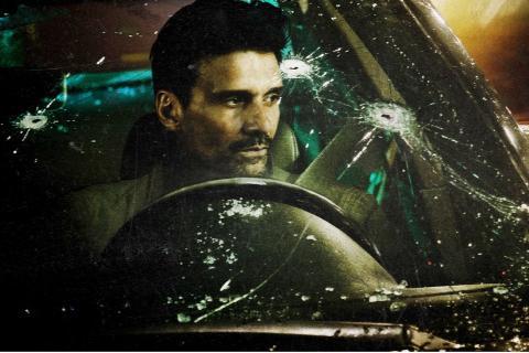 Fotograma de 'Wheelman', una película original de Netflix.