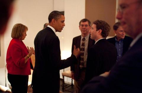 Zuckerberg también se estaba involucrando más en la escena política.