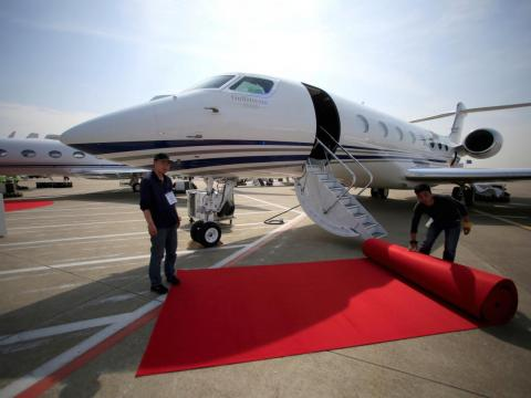 The G650ER is bigger and faster, and it flies even further than the G550.