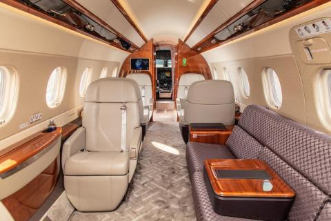 According to Embraer, the Legacy 500 has the roomiest cabin in its class and the only one that allows passengers to stand up without the need of a footwell running along the middle of the plane.