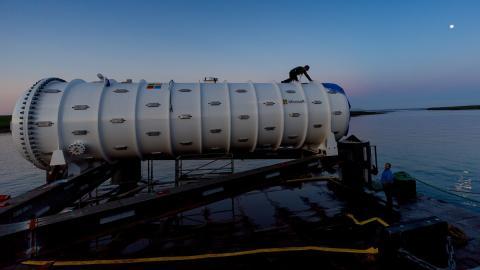 Asi se sumerge el primer centro de datos submarino de Microsoft