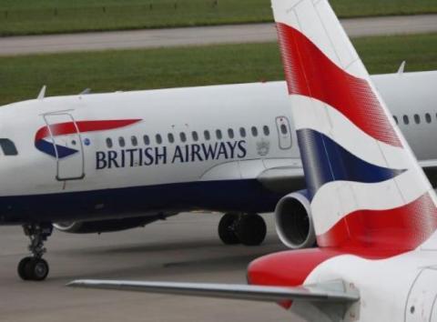 Ún avión en el aeropuerto de Heathrow [RE]