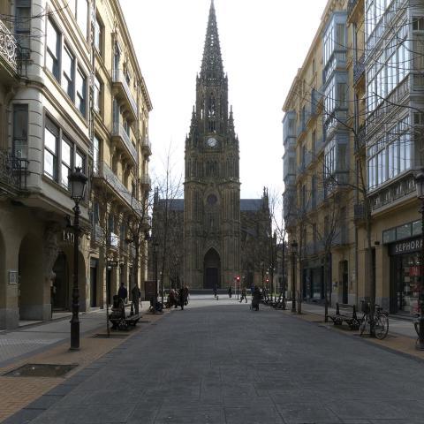 Catedral del Buen Pastor de San Sebastián desde la Calle Loyola.