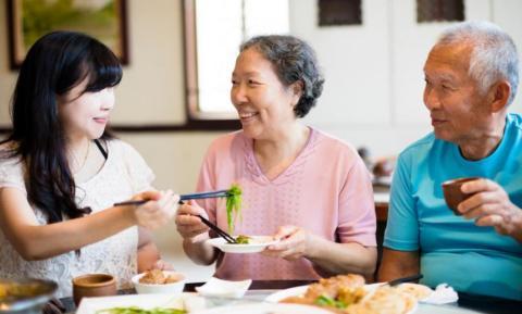 Cena con tus padres