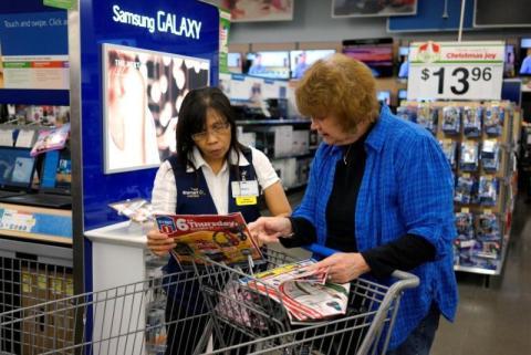 empleados tiendas sugieren productos
