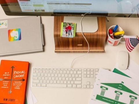 El escritorio del director ejecutivo de Evernote, Chris O'Neill, con recuerdos que, según él, lo inspiran.