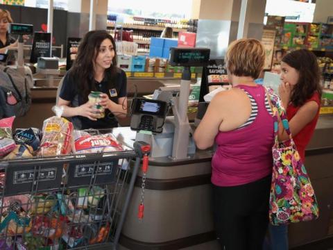 gente comprando supermercado