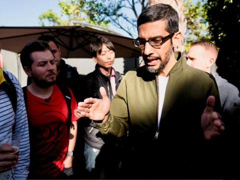 El CEO de Google Sundar Pichai habla con la prensa en la conferencia de desarrolladores 2018 I/O