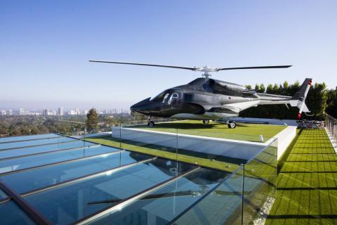 El helicóptero no es funcional, pero se ha reformado con un lujoso interior. El anuncio dice que es un gran lugar para ver atardecer [RE]