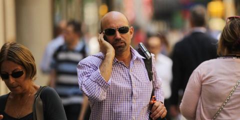 Hombre hablando por el móvil [RE]