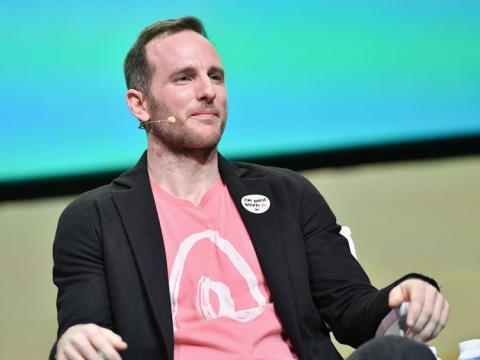 Joe Gebbia, cofundador y CPO de Airbnb.