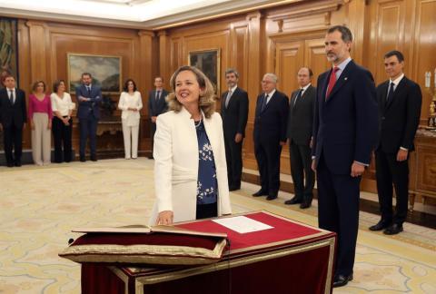 Nadia Calviño, ministra de Economía en el Gobierno de Pedro Sánchez, promete su cargo ante el Rey Felipe VI.