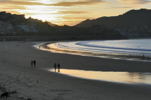 Paisaje de la Playa de la Concha en San Sebastián.