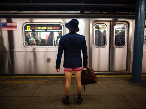 Sin ropa en el metro (RE)
