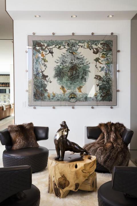 La sala incluye unas 100 obras de arte en la casa [RE]