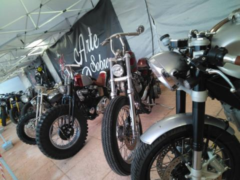 Varias motos cedidas por los clubes que acudieron al Garage Sound