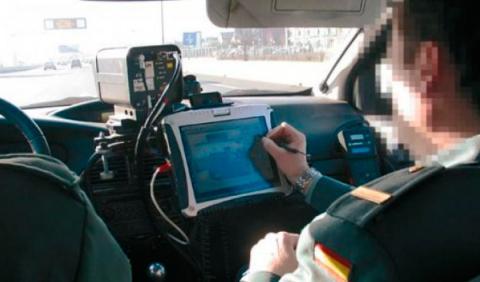 Los detectores de radar están prohibidos por ley y algunos coches de la Guardia Civil llevan contramedidas para localizarlos.