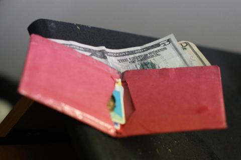 Si normalmente pagas en efectivo, guarda un poco.