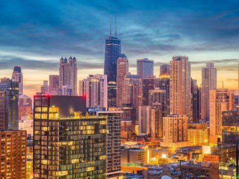 Chicago podría ser la primera gran ciudad de EE.UU. que apruebe una renta básica universal [RE]